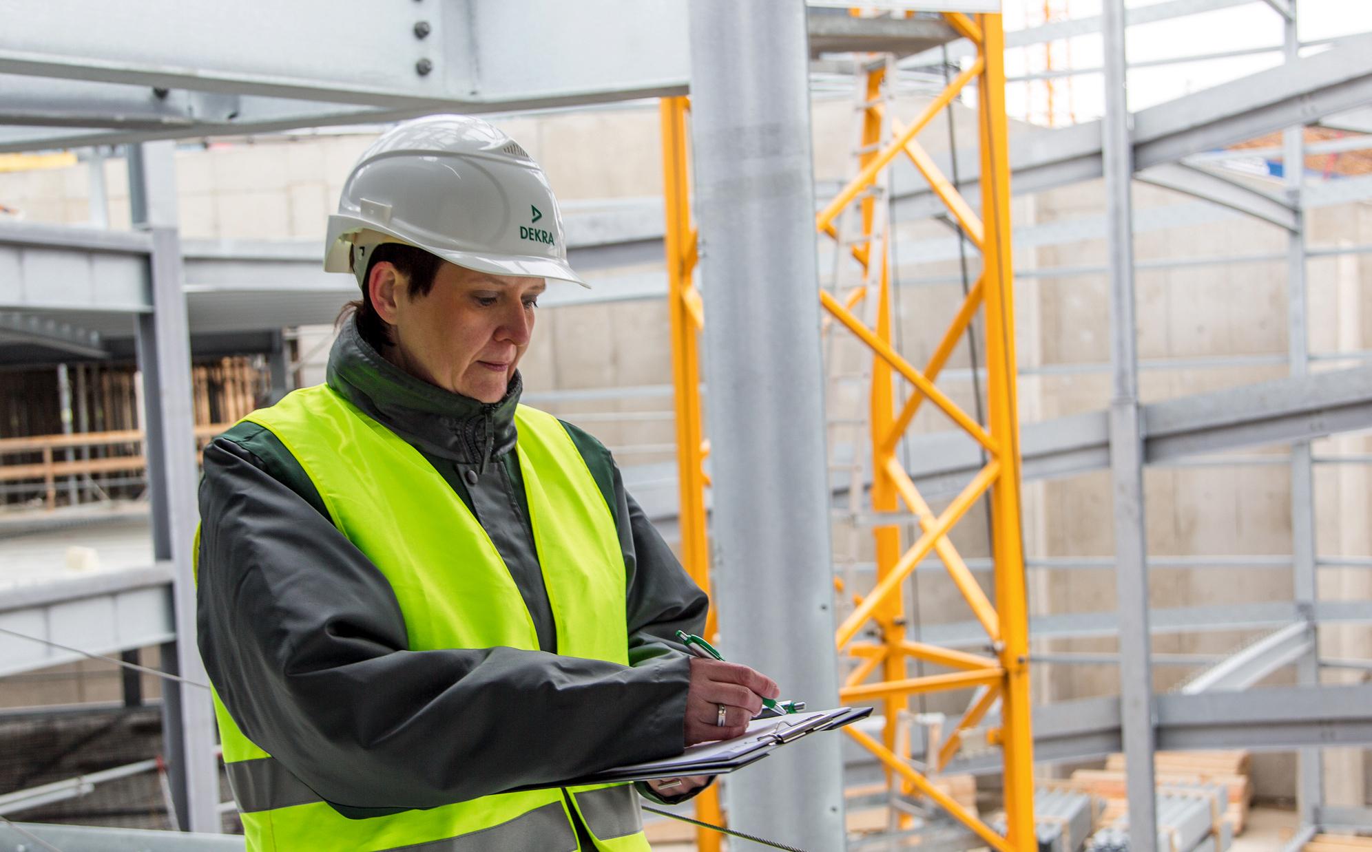 En DEKRA Industrial Buscamos Un Técnico En Entidad Ambiental De Control